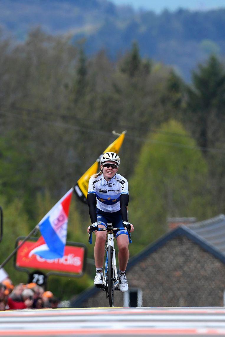 Anna van der Breggen is voor de derde keer op rij de sterkte in de Waalse Pijl. Beeld Photo News