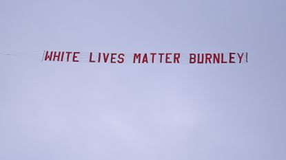 """Burnley reageert geschokt nadat fans met vliegtuig en 'White Lives Matter'-banner over Etihad Stadium vliegen: """"Dit is beschamend"""""""