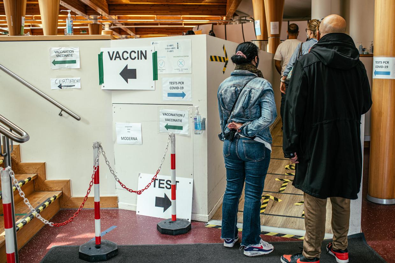 Het test- en vaccinatiecentrum Pacheco in Brussel. Beeld Tine Schoemaker