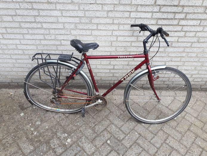 De fiets die uit het water is gevist van het Wijchens Meer.