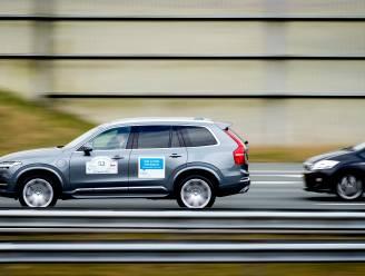 Nederlandse test met vijftigtal zelfrijdende auto's op snelweg geslaagd