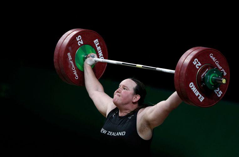 De Nieuw-Zeelandse Laurel Hubbard in de gewichtsklasse boven negentig kilo gewichtheffen tijdens de Gold Coast Commonwealth Games in april. Beeld AFP
