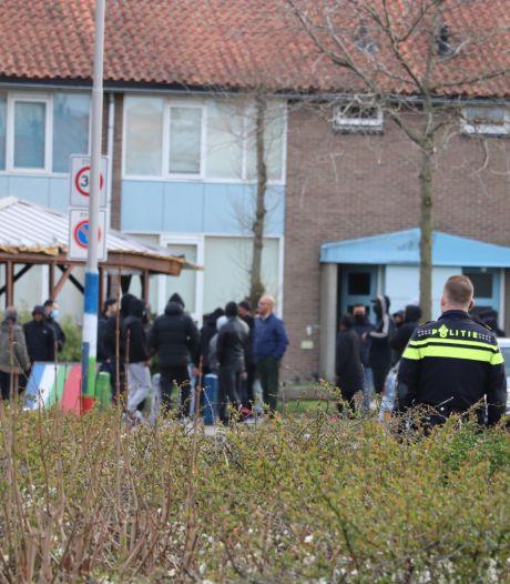 Jongeren bekogelen agenten in Leerdam