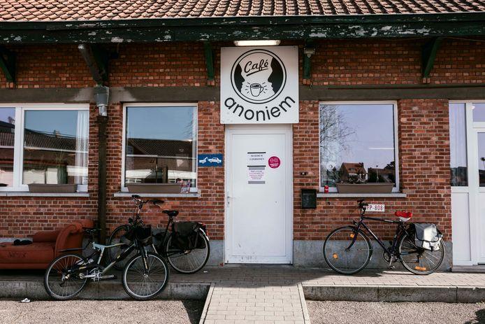 Het inloopcentrum Café Anoniem in Hasselt belooft een nieuwe versie van zichzelf te worden, mét binnenkort ook een gloednieuwe naam.