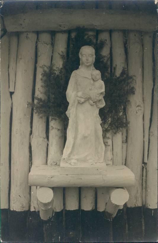 Het originele, vergane Mariabeeld, gemaakt door Frans Siemer, dat in de kapel van Onze Lieve Vrouwe van de Goede Duik stond.