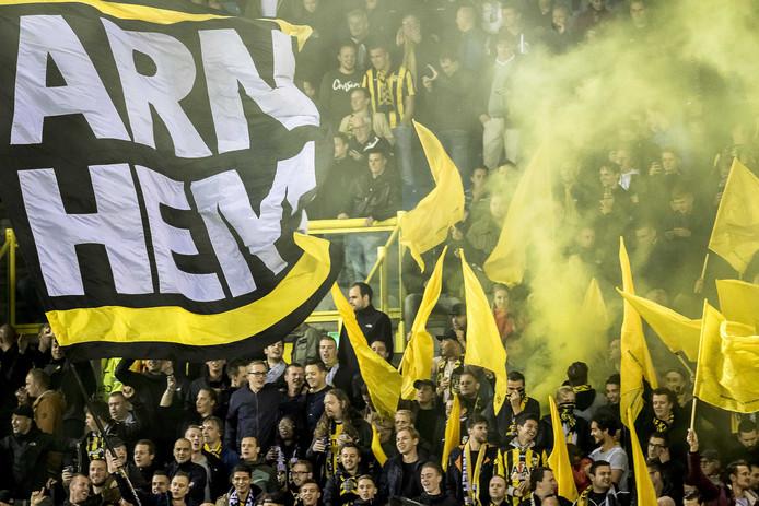 Supporters van Vitesse die een biertje willen tijdens de wedstrijd, zijn in vergelijking met fans van andere eredivisieclubs duur uit.