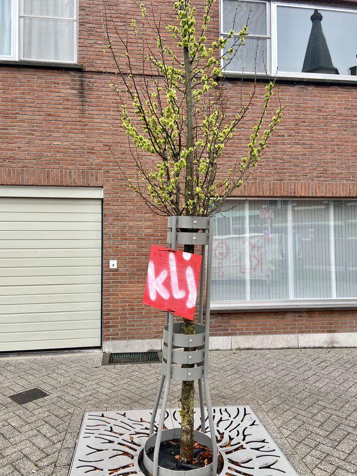 In het dorp hangen KLJ-bordjes