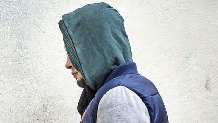 Om veiligheidsredenen wil Aboe Mohammed alleen onherkenbaar op de foto. Beeld Guus Dubbelman / de Volkskrant