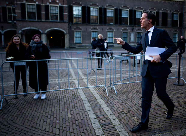 Mark Rutte op weg naar zijn gesprek met informateur Herman Tjeenk Willink.
