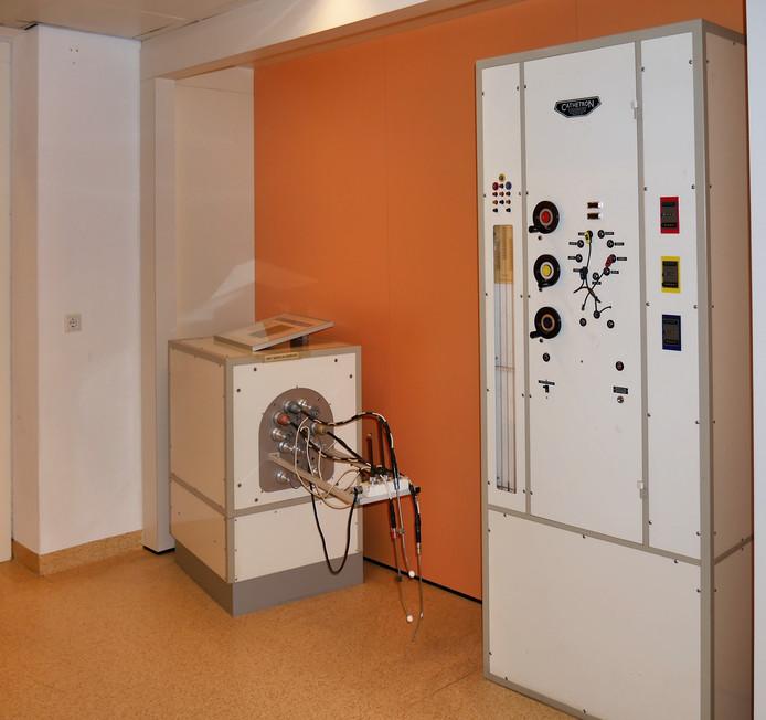 Dit bestralingstoestel heeft het Catharina Kanker Instituut in Eindhoven aan het Leidse Rijksmuseum Boerhaave geschonken.