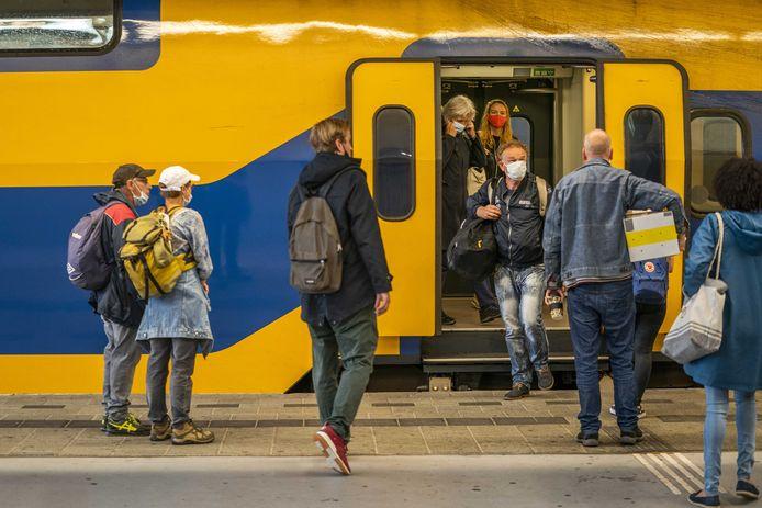 Reizigers vorig jaar juli op station Utrecht Centraal.