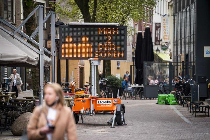 Terrasgangers verlaten om 18.00 uur de terrassen in de Utrechtse binnenstad.