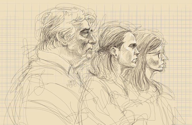 De vader en twee zussen van Tine Nys op het euthanasieproces. Beeld BELGA