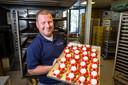 Arjan van Dommelen is bakker in Montfoort. Zijn werkdag begint doordeweeks om vier uur.