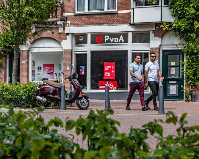 Het PvdA-kantoor aan de Stationsweg. Leden van de partij stemden gisteren tegen een onderzoek naar mogelijke misstanden binnen de partij.