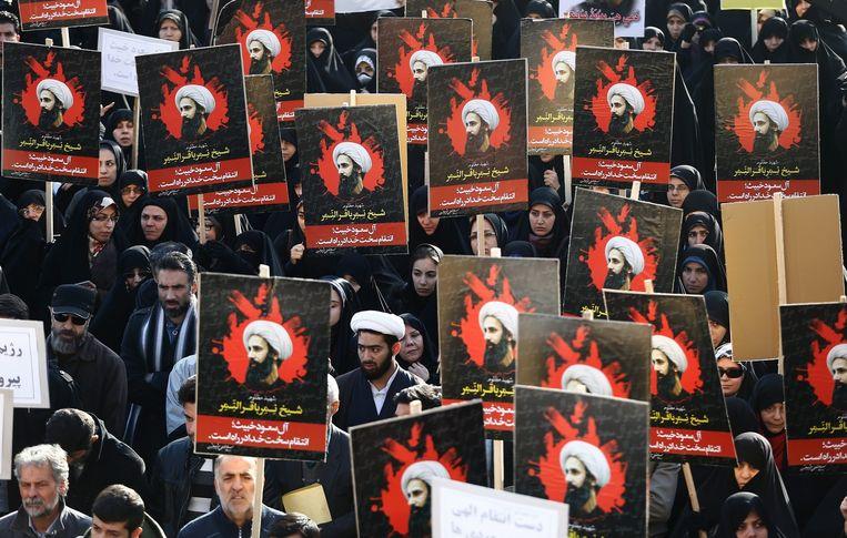 Iraniërs demonstreren tegen de executie van de sjiitische geestelijke Nimr am-Nimr. Beeld EPA