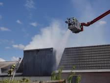Brandweer uren druk met brand in bunker met zaagsel, huizen ontruimd om kans op stofexplosie