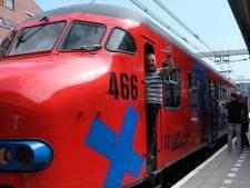 Zieke agent en treinliefhebber uit Lelystad krijgt eerbetoon van collega's