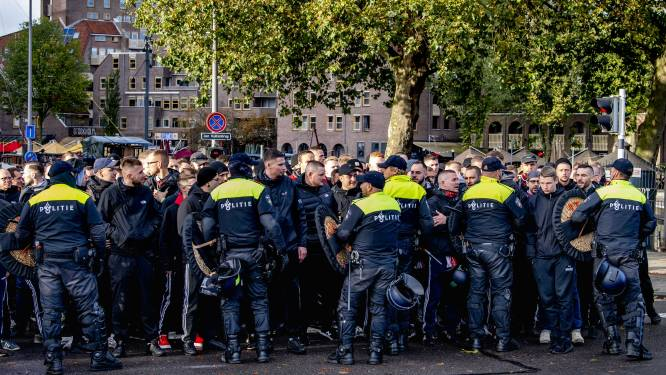 Politie weerspreekt kritiek op 'hard' optreden: 'Hooligans gingen zelf gevecht aan met ME'