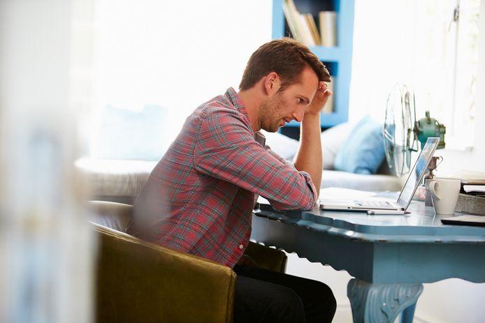 Foto ter illustratie. De werkdruk neemt toe als collega's landurig afwezig zijn, vanwege ziekte of bijzonder verlof.