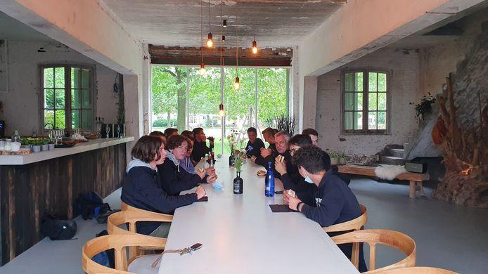 De leerlingen van 5BLC van VITO maakten de open vuurplaats voor Zouterover.