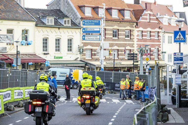 Wegafzettingen tijdens de Amstel Gold Race Ladies Edition. De wielerwedstrijd wordt dit jaar zonder publiek verreden, in verband met het coronavirus. ANP MARCEL VAN HOORN Beeld ANP
