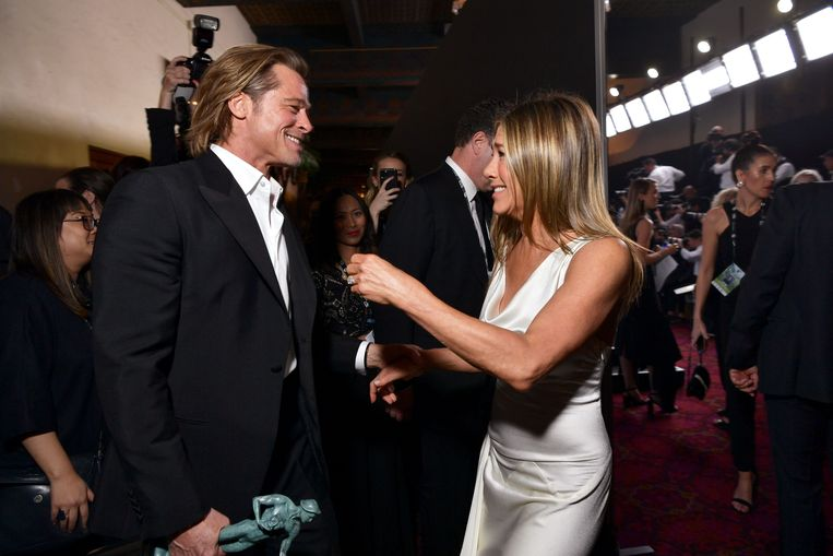 Brad en Jennifer op de SAG Awards, waar Aniston de ring aanhad.