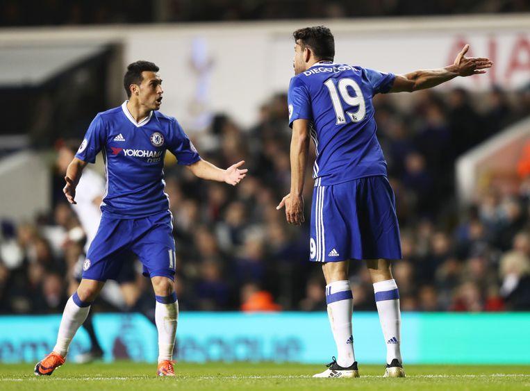 Pedro en Costa kibbelen erop los: een beeld dat er intussen al een rondje op social media opzitten heeft. Beeld Getty Images