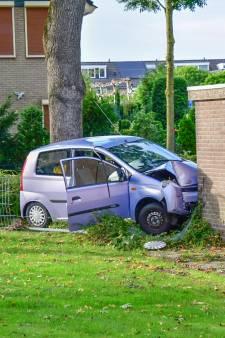 Beschonken automobilist ramt met kind in de auto schuurtje in Westervoort