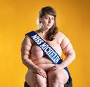 Sylvia Konior heeft de eerste prijs in de wacht gesleept met haar foto 'Miss Michelin' in de categorie zelfportret. Het beeld is bijgesneden om praktische redenen. De originele foto kan je hieronder vinden.