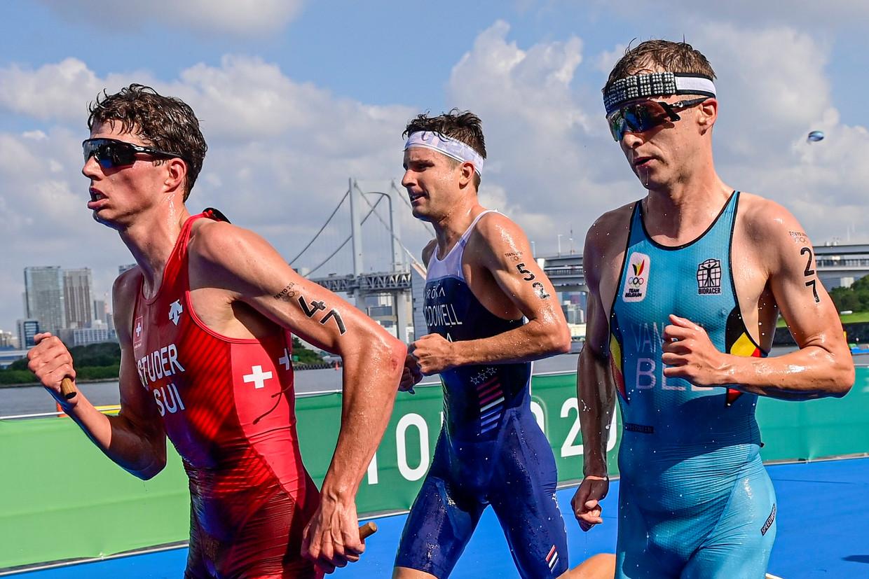 De Zwitser Max Studel, de Amerikaan Kevin McDowell en de Belg Marten Van Riel beginnen aan het afsluitende loopnummer. Beeld Photo News