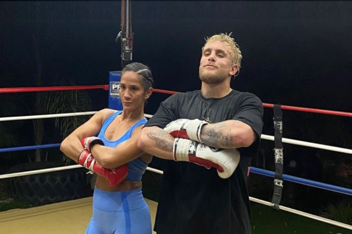 Amanda Serrano met Jake Paul na een training.