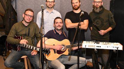 Ex-bassist van Balthazar versterkt Bluelink