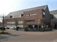 Hulpeloze ouderen in Olst krijgen steun van wethouder in strijd om behoud van pinautomaat in het Holstohus