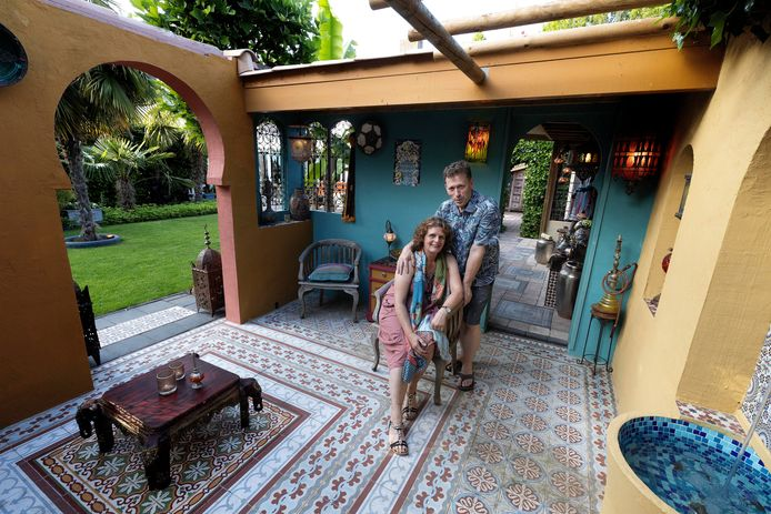 Irene en Frank Honig in hun Breugelse Marrakech.