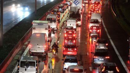 Man doodgereden op autosnelweg