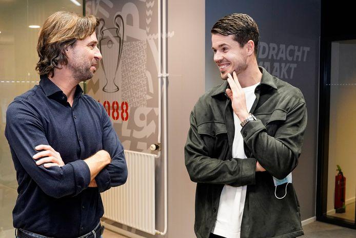 Marco van Ginkel met technisch manager John de Jong van PSV.