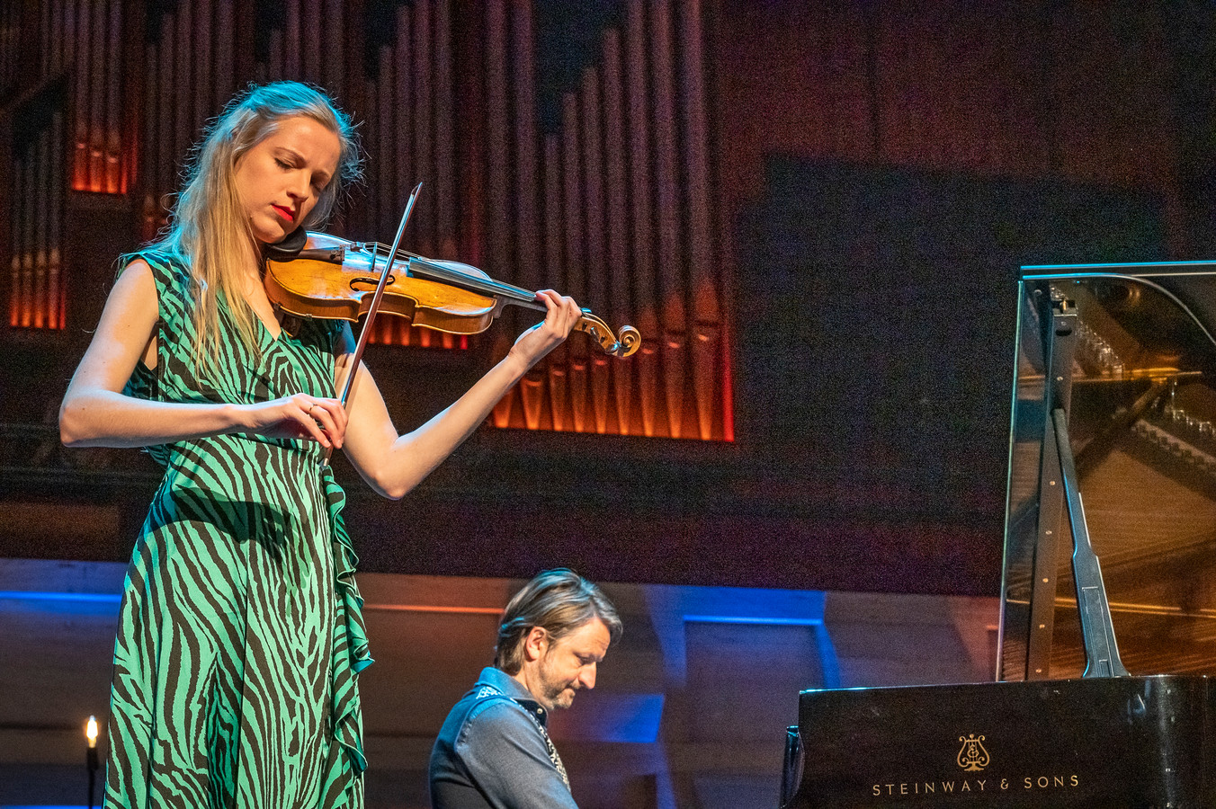 Violiste Merel Vercammen met jazzpianist Rembrandt Frerichs.