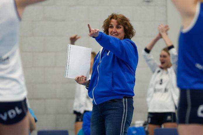 Vera Koenen, blij als Sliedrecht Sport opnieuw kampioen van Nederland wordt.