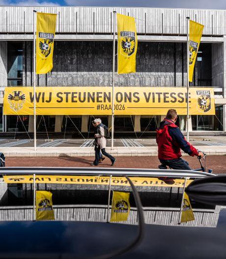 Bekerfinale op Vitesse-bankdoek voor de tv met bier en 'wurs', wel zelf 'opwermen'