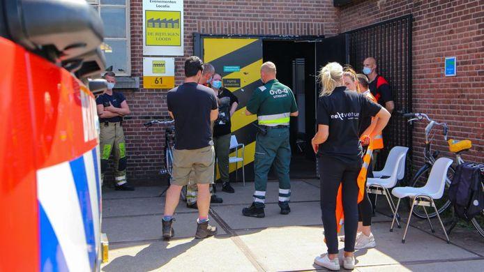 De brandweer in actie bij de te hete priklocatie in Amersfoort.