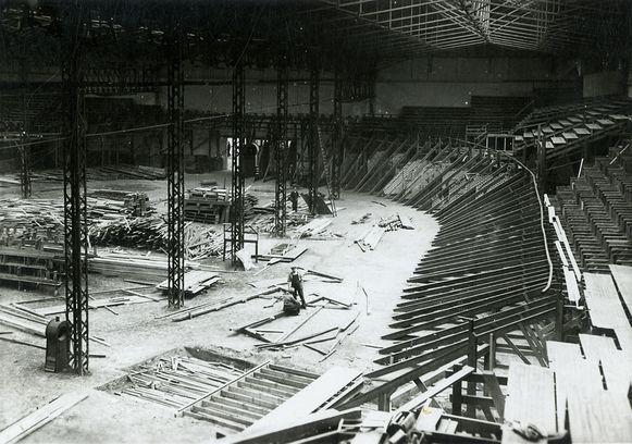 De opbouw van de houten piste in 't Kuipke.