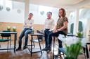 Ben (midden), Jorien en Ido Middelkamp beginnen een praatgroep voor mensen die mentale problemen hebben. Ze doen dat in het kerkje waar hun overleden zoon en broer woonde.