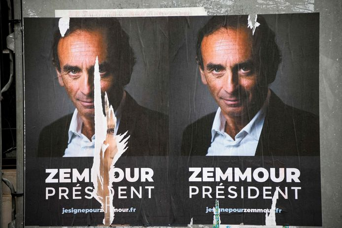 L'affiche est apparue ces derniers jours dans les rues de Paris