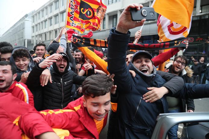 Galatasaray wint kampioenschap, feest op de Hobbemastraat