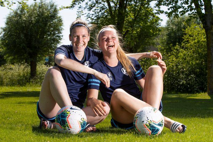Pleun Raaijmakers (links) en Amber Verspaget staan met ADO Den Haag in de bekerfinale tegenover PSV.