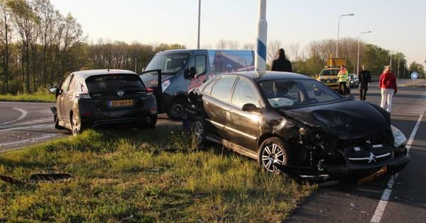 Heftige aanrijding bij Holten zorgt voor files op A1 en provinciale weg.