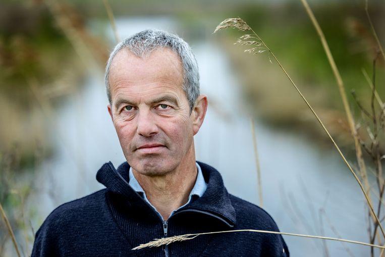 Wouter Slors beheert namens Free Nature de kudde in het nieuwe natuurgebied Waterlandtak-West. Beeld Jean-Pierre Jans