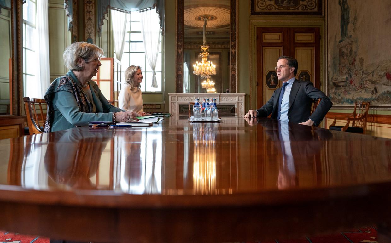 Demissionair premier Rutte met de (inmiddels opgestapte) verkenners Jorritsma en Ollongren. Hij moest vrijdag inbinden: er komt toch een debat over de notities van Ollongren. Beeld Freek van den Bergh / de Volkskrant