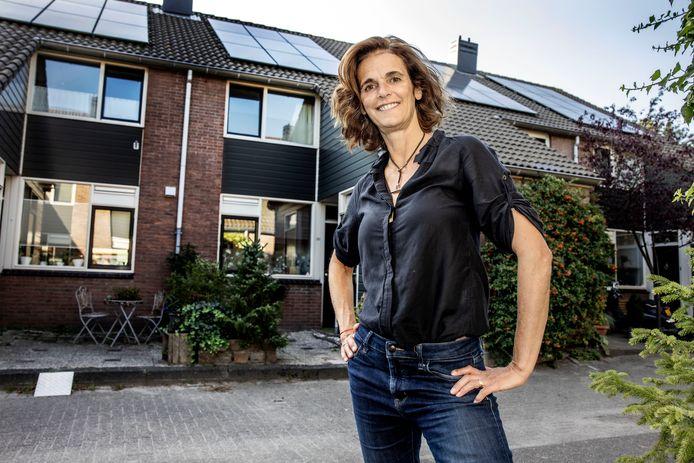 """Roebyem Anders denkt dat binnen enkele jaren in Nederland wel 2 miljoen daken vol liggen met zonnepanelen. ,,En dan ontstaat zo'n sfeer van: wat is er mis met jou dat jij ze nog níet hebt?"""""""